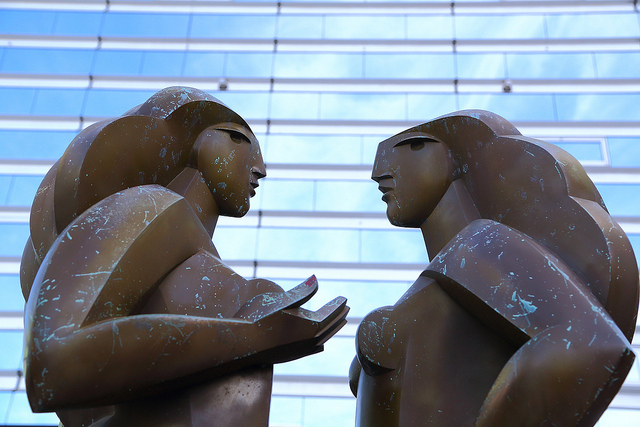 arguing-statues-by-Flickr-user-fosa