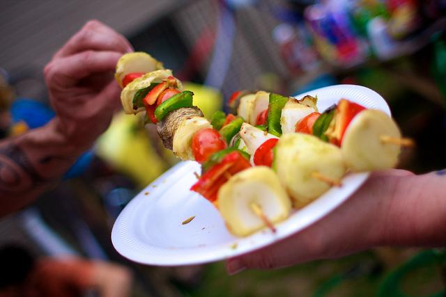veggie kebabs by Flickr user Meng He